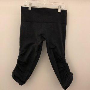 lululemon athletica Pants - Lululemon black ebb & flow crop sz 6 70677